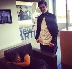 Alex sleeping before the USTREAM HAHA!!!❤️