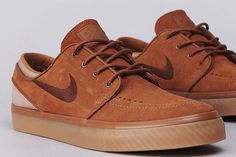 Flatspot - Nike SB Stefan Janoski Light British Tan / Dark Field Brown from Flatspot. Saved to Shoes. Basket Sneakers, New Sneakers, Sneakers Nike, Brown Sneakers, Suede Sneakers, Sock Shoes, Men's Shoes, Nike Shoes, Shoe Boots