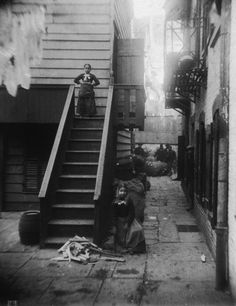 Little Italy New York City during NYC's Gilded Age. Two young girls both ragpickers stand at a staircase in Baxter Alley Little Italy New York City. The alley was known as 'Ragpickers Row. Little Italy, Vintage Pictures, Old Pictures, Old Photos, Lower East Side, Vintage New York, Slums, Life Photo, Black And White Pictures