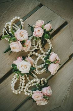35 Vintage Wedding Ideas with Pearl Details 35 Vintage Hochzeitsideen mit Perle Details Floral Wedding, Wedding Bouquets, Wedding Corsages, Diy Corsages, Bridal Shower Corsages, Rustic Wedding Flowers, Vintage Flowers, Wedding Colors, Bridesmaid Corsage