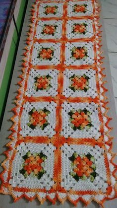 This Pin was discovered by Ima Crochet Blocks, Granny Square Crochet Pattern, Crochet Squares, Crochet Granny, Crochet Motif, Crochet Stitches, Knit Crochet, Crochet Patterns, Crochet Table Runner