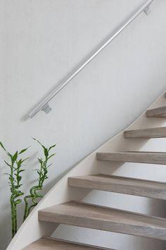 NEWstairs bekleed een open trap geheel rondom. Prachtig resultaat voor deze houten traprenovatie!