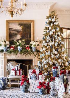 Blue Christmas Decor, Gold Christmas Decorations, Christmas Interiors, Christmas Settings, Christmas Baubles, All Things Christmas, Christmas Home, White Christmas, Merry Christmas