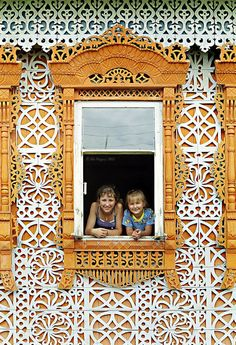 Beautiful house master carver Constantine Muratov. Russia, Ivanovo region, Palekh district, the village Soymitsy. Konstantin Kuzmich Muratov done this miracle-house in 1962. During his life, Muratov made up to two and a half thousand casings in his and neighboring villages. Only Soymitsah some houses about a hundred.