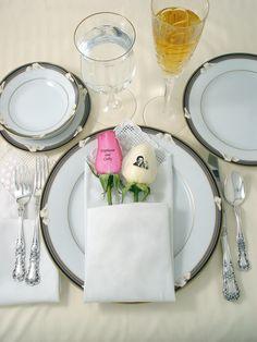 As nossas rosas personalizadas podem incluir fotografias, nomes, mensagens, que tornaram a sua decoração de casamento algo de especial, para que recorde para sempre. Estamos aqui para tornar memoráveis os melhores momentos da sua vida.
