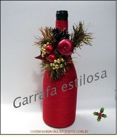 Christmas Projects, Holiday Crafts, Christmas Wreaths, Christmas Crafts, Christmas Decorations, Wine Bottle Art, Wine Bottle Crafts, Mason Jar Crafts, Christmas Wine Glasses