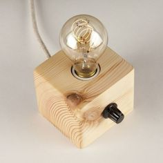 Lámpara de sobremesa madera reciclada pino Olleros 50