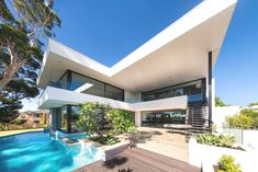 Modern custom-designed #Perth #home with infinity pool