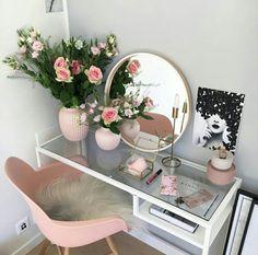 Apartment bedroom Vanity - 20 Best Makeup Vanities & Cases for Stylish Bedroom Stylish Bedroom, Cozy Bedroom, Aesthetic Rooms, Aesthetic Girl, Dream Rooms, Modern House Design, My Room, Diy Home Decor, Interior Design