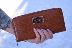 Pick up this gorgeous #MK wallet and save! #dealsondeals #savings #shoptilyoudrop #MichaelKors #needit #stunning  //MK wallet - $50//  www.platosclosetbarrhaven.com