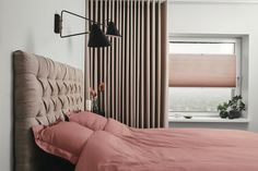8 Cheap Things to Maximize a Small Bedroom . Blinds Inspiration, Interior Inspiration, Master Bedroom, Bedroom Decor, Bedroom Blinds, Interior Decorating, Interior Design, Window Styles, Curtains With Blinds