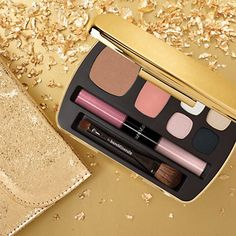 White Hot  Collection includes:     -bareMinerals READY® Eyeshadow in Chill (glacial blue), Sparkler (gleaming gold), Shiver (iced lilac), and Blackout (black smoke)      -bareMinerals READY® Blush in The Sure Thing (perfectly pink)      -bareMinerals READY® Bronzer in The Skinny Dip (light tan)      -Double-Ended 100% Natural Lipgloss in Creamsicle and Pink Sorbet (iridescent petal and pink ice)      -Double-Ended Mini Blush & Shadow Brush      -Makeup Bag