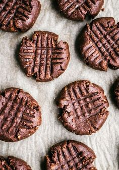 Gluten, grain, and sugar free flourless chocolate peanut butter cookies made with dates and cocoa. These fudgy vegan cookies are ultra healthy & delicious. Vegan Sweets, Vegan Desserts, Delicious Desserts, Dessert Recipes, Yummy Food, Chocolate Peanut Butter Brownies, Flourless Chocolate, Chocolate Cookies, Slow Cooker Desserts
