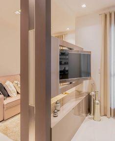 Tb vista tanto da sala de jantar quanto na sala de estar.  Amei!  @pontodecor | @maisdecor_  www.homeidea.com.br  Face: /homeidea  Pinterest: Home Idea #homeidea #arquitetura #ambiente #archdecor #archdesign #projeto #homestyle #home #homedecor #pontodecor #homedesign #photooftheday #interiordesign #interiores #picoftheday #decoration #revestimento  #decoracao #architecture #archdaily #inspiration #project #regram #home #casa #grupodecordigital