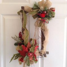 Best 12 Christmas Door Decoration – This is very unique and design for those you really appreciate a Christmas Vintage floral door arrangement… Is made in a wood log frame… Lots of details in matte colors. Has a poinsettia in 3 tones a bird in a nest with Christmas Swags, Christmas Door Decorations, Christmas Frames, Christmas Centerpieces, Diy Christmas Ornaments, Holiday Wreaths, Rustic Christmas, Vintage Christmas, Holiday Decor