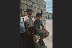 <p>1981. El mismo niño soldado de la foto anterior de un cuartel rural.</p>