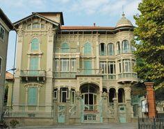 Liberty in Italia. L'arte Art Nouveau si sviluppa ache nella città di Altare in provincia di Savona. Villa Rosa è un esempi Liberty savonese.