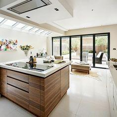 ilot central ikea en bois avec carrelage beige et plafond sous pente - Cuisine Beige Ikea