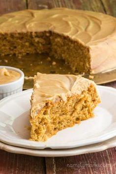 Aprenda a preparar bolo de paçoca de liquidificador com esta excelente e fácil receita. A paçoca de amendoim é um doce tradicional do Brasil irresistível! Acho que...