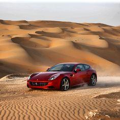 Ferrari FF Driving in the Sahara Ferrari Ff, Ferrari 2017, Army Jokes, Super Sport Cars, Classy Cars, Gt Cars, Porsche Panamera, Amazing Cars, Exotic Cars