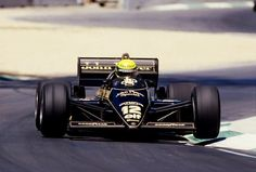 f1pictures:  Ayrton Senna Lotus - Renault 1985