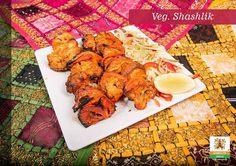 Tandoor to tradycyjny indyjski piec. Zachęcamy do skosztowania dań prosto z niego! :) www.namasteindia.pl Na zdjęciu potrawa, którą przygotowujemy w piecu tandoor, VEG. SHASHLIK (warzywa marynowane w indyjskich przyprawach i grillowane w piecu tandoor). :) Cena: 22 zł