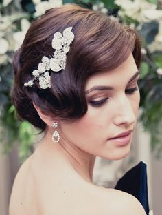 An intricate clip adorned with diamantes is perfect for a side-swept style, as s. An intricate cli Vintage Wedding Hair, Short Wedding Hair, Wedding Hair Down, Causal Wedding, Vintage Hairstyles, Wedding Hairstyles, Bridal Hairstyle, Curly Hairstyles, Hairstyle Ideas