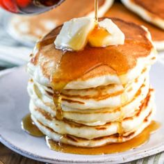Perfectly Fluffy Pancakes {From Scratch!} - Spend With Pennies How To Cook Pancakes, Pancakes Easy, Pancakes And Waffles, Potato Pancakes, Pancake Healthy, Best Pancake Recipe, Pancake Recipes, Homemade Pancakes Fluffy, Fluffy Pancakes