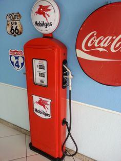 Réplica de bomba de gasolina antiga em fiberglass.