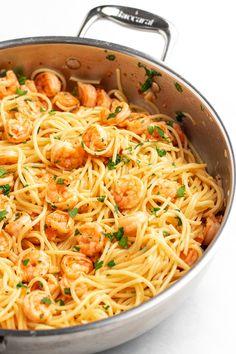 Garlic Parmesan Shrimp, Garlic Shrimp Pasta, Shrimp Pasta Recipes, Spaghetti Recipes, Seafood Recipes, Cooking Recipes, Pasta Recipes For Lunch, Quick Dinner Recipes, Steak Pasta