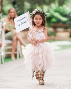 30 Nontraditional Wedding Looks for Your Flower Girl and Ring Bearer Martha Stewart Weddings has combined 30 unique outfits for your flower girls and ring bearers. Flower Girl Dresses Boho, Tulle Flower Girl, Tulle Flowers, Girls Dresses, Wedding Flower Girls, Prom Dresses, Wedding Flowers, Wedding With Kids, Wedding Looks