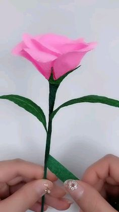 How to make artificial flowers with your own hands Latest ideas for paper crafts free of charge There is a lot to do together .Latest ideas for paper crafts at no cost If only you Cool Paper Crafts, Paper Flowers Craft, How To Make Paper Flowers, Paper Crafts Origami, Clay Flowers, Flower Crafts, Crepe Paper Crafts, Hd Flowers, Gift Flowers