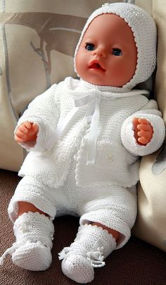 Child Knitting Patterns White garments knitted in Stork cotton yarn is gorgeous on my Little Babydoll Design: Målfrid Gausel Baby Knitting Patterns Baby Knitting Patterns, Knitted Doll Patterns, Knitted Dolls, Baby Patterns, Knitting Dolls Clothes, Crochet Doll Clothes, Doll Clothes Patterns, Baby Outfits, Baby Born Kleidung