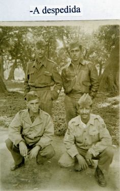 Nalvo (alto à esq.) e três colegas da 3ª Cia de Comando do 11º Regimento de Infantaria (11.º RI), pouco antes do embarque para Itália