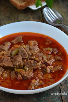 Et Sote Yemeği Tarifi The meat sauté dish is a delicious meat recipe that everyone loves. Bread and juice to me, rice and salad or yogurt next to this dish will fit me very well. Meat Recipes, Salad Recipes, Dinner Recipes, Cetogenic Diet, Cottage Cheese Salad, Iftar, Turkish Recipes, Healthy Eating Tips, Easy Salads
