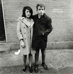 Diane ARBUS :: Teenage couple on Hudson street New York, 1963