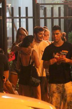 Bruno Gissoni curte noitada com amigas no Rio (Daniel Delmiro/AgNews)