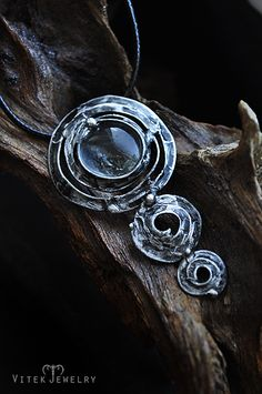 Ascendens Symbolizes the principles of growth, regeneration and protection. By VitekJewelry