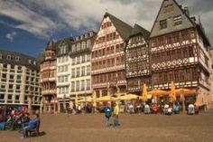 Un pintoresco casco antiguo reconstruido como el original en Frankfurt (Plaza Römerberg) | 101 Lugares increíbles | Bloglovin'