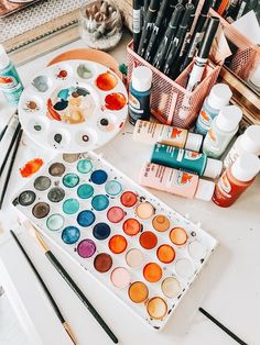 VSCO is a creative channel. We build creative tools, spaces, and connections driven by self-expression. Art Hoe Aesthetic, Aesthetic Painting, Art Du Croquis, Artsy Fartsy, Painting & Drawing, Realistic Oil Painting, Aesthetic Wallpapers, Art Inspo, Art Drawings
