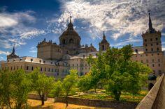 Monasterio de El Escorial I Barcelona Cathedral, Mansions, World, House Styles, Building, Travel, Mansion Houses, The World, Villas