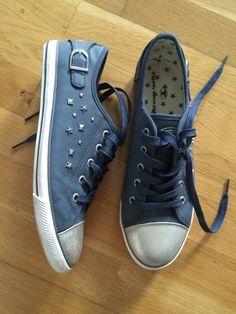 Mein Tom Tailor Chucks halb dunkelblau Nieten von Tom Tailor! Größe 39 für 24,50 €. Sieh´s dir an: http://www.kleiderkreisel.de/damenschuhe/stoffschuhe/136568386-tom-tailor-chucks-halb-dunkelblau-nieten.
