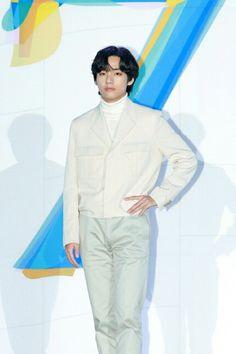 bts taehyung kim seokjin press global conference meninos vlive namjoon