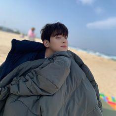 Just a cutie on the beach 🥰 Chinese Lessons, Lee Dong Min, Cha Eun Woo Astro, Eunwoo Astro, Park Seo Jun, Cover Boy, Boy Idols, Pre Debut, Ulzzang Korea
