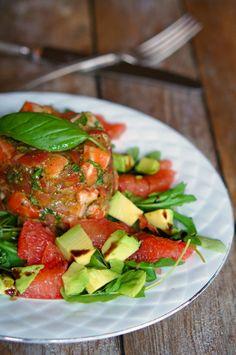 lumo lifestyle: Kahden lohen tartar / Salmon tartar Ratatouille, Salmon, Good Food, Mexican, Lifestyle, Ethnic Recipes, Atlantic Salmon, Healthy Food, Mexicans