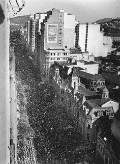 31 de dezembro, Avenida Rio Branco,   Rio de Janeiro, 1947. Foto: © Milan Alram.