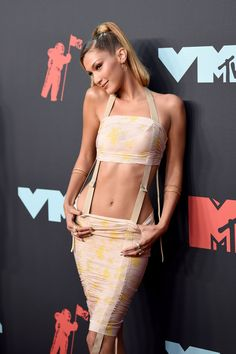 Bella Hadid at the 2019 VMAs - Celebrity Style Week: Celebrity Style Fashion and Latest Trends Bella Hadid Estilo, Bella Gigi Hadid, Bella Hadid Photos, Bella Hadid Outfits, Queen Latifah, Hailee Steinfeld, Celebrity Red Carpet, Celebrity Style, Miley Cyrus