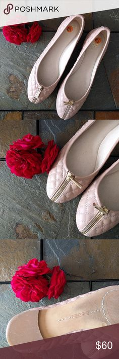 Vince Camuto flats Worn once! Great condition super cute and comfortable Vince Camuto Shoes Flats & Loafers