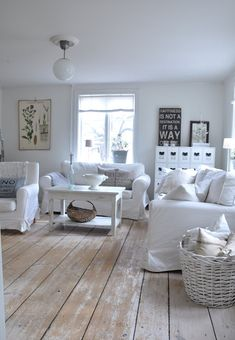 love the white washed floor.
