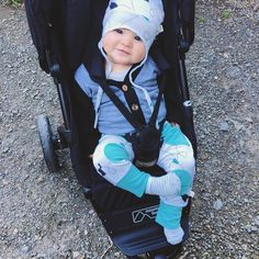 That face, the outfit, the buggy 😍 Totally ready to stroll.